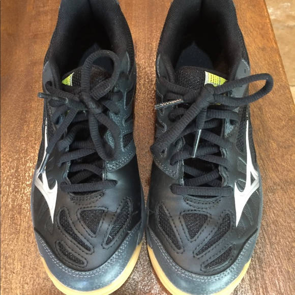 fantastic savings huge sale wholesale outlet Mizuno Shoes | Youth Volleyball Sz 4 | Poshmark
